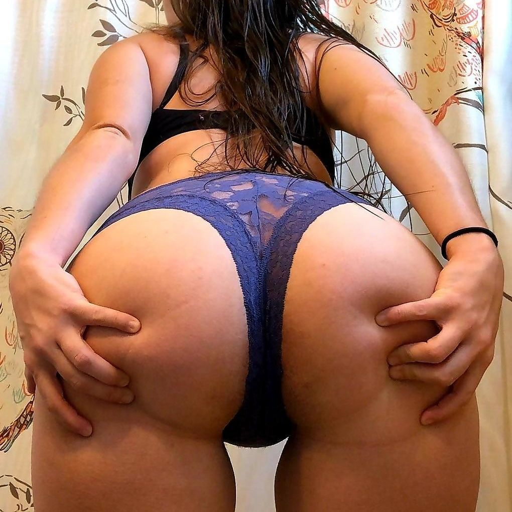 Hi! Here is my booty. [F] Make hot girls cum now lovense cam at LUSHFUCK.com